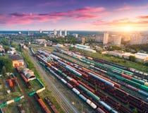 Вид с воздуха красочных товарных составов железнодорожный вокзал Стоковые Изображения
