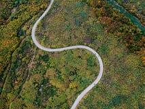 Вид с воздуха курчавой дороги Стоковое Изображение