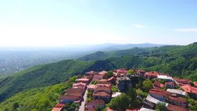 Вид с воздуха к городу Sighnaghi - грузинскому городку Signagi в зоне ` s Georgia самой восточной Kakheti Важный центр  видеоматериал
