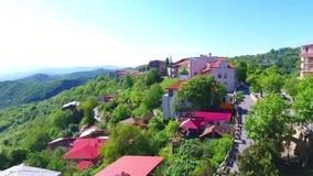 Вид с воздуха к городу Sighnaghi - грузинскому городку Signagi в зоне ` s Georgia самой восточной Kakheti Важный центр  сток-видео