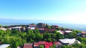 Вид с воздуха к городу Sighnaghi - грузинскому городку Signagi в области Грузии самой восточной Kakheti Важный центр  акции видеоматериалы