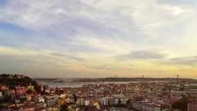 Вид с воздуха ландшафта красивого красочного захода солнца панорамный Лиссабона, Португалии акции видеоматериалы