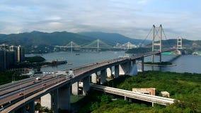 Вид с воздуха мам Tsing и окрашивать мосты и движение Kau