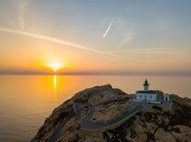 Вид с воздуха маяка Pietra на заходе солнца Красный остров, Корсика, Франция Стоковая Фотография