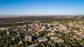 Вид с воздуха меньшего Boise Айдахо с горячими воздушными шарами над Стоковое Изображение RF