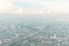 Вид с воздуха метрополии Бангкока на день помоха Стоковое Изображение