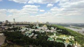 Вид с воздуха монастыря Киева-Pechersk Lavra украинского правоверного акции видеоматериалы