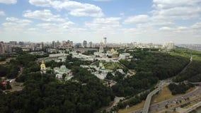 Вид с воздуха монастыря Киева-Pechersk Lavra украинского правоверного видеоматериал