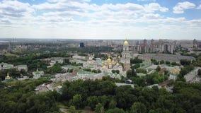 Вид с воздуха монастыря Киева-Pechersk Lavra украинского правоверного сток-видео