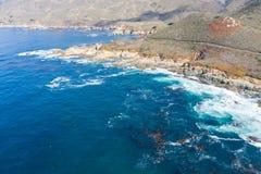Вид с воздуха моря и красивой береговой линии в северной калифорния стоковое фото