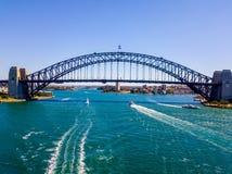 Вид с воздуха моста гавани Сиднея с шлюпками Стоковая Фотография RF