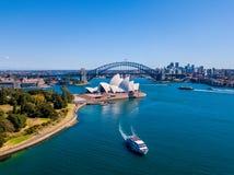 Вид с воздуха моста и горизонта гавани Сиднея Стоковое Изображение RF