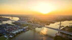 Вид с воздуха моста bhumibol и реки chaopraya в th Бангкока Стоковое Изображение RF
