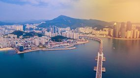 Вид с воздуха моста Gwangan и Gwangalli приставают к берегу в городе Пусана, стоковые изображения rf