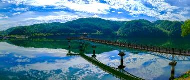 Вид с воздуха моста Wolyeonggyo деревянного на городе Andong, Южной Корее стоковая фотография