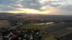 Вид с воздуха над болгарской деревней, летом акции видеоматериалы