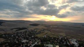 Вид с воздуха над болгарской деревней, летом видеоматериал