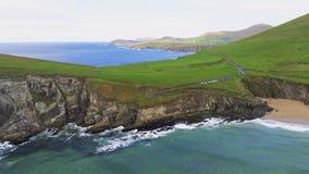 Вид с воздуха над типичным ирландским западным побережьем на полуострове Dingle стоковые фотографии rf