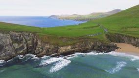 Вид с воздуха над типичным ирландским западным побережьем на полуострове Dingle стоковое фото