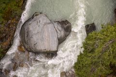 Вид с воздуха на валуне который выглядеть как голова медведя в a Стоковые Фотографии RF