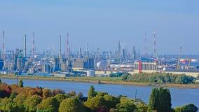 Вид с воздуха на инфраструктуре индустрии в порте Антверпена стоковые фотографии rf