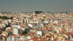 Вид с воздуха на красочных домах, квартире и офисных зданиях Лиссабона стоковая фотография