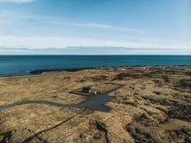 вид с воздуха небольшой черной церков Budir около красивого моря стоковое фото rf