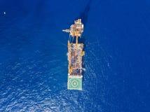 Вид с воздуха нежной сверля буровой вышки баржи буровой вышки Стоковые Изображения RF