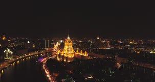 Вид с воздуха ночи день kremlin moscow города напольный над взглядом света города Съемка ночи панорамная на весне Лето видеоматериал