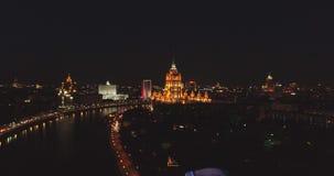 Вид с воздуха ночи день kremlin moscow города напольный над взглядом света города Съемка ночи панорамная на весне Лето, 4K видеоматериал