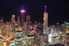 Вид с воздуха ночи Чiкаго стоковые изображения