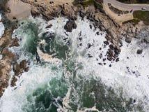 Вид с воздуха океана и изрезанного побережья Калифорнии Стоковое Изображение RF