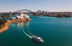 Вид с воздуха оперного театра и горизонта Сиднея Стоковое Изображение RF