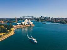 Вид с воздуха оперного театра и моста Сиднея Стоковая Фотография RF