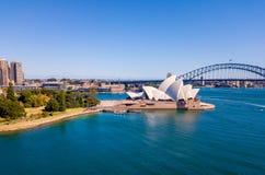 Вид с воздуха оперного театра Сиднея и ботанического сада Стоковая Фотография
