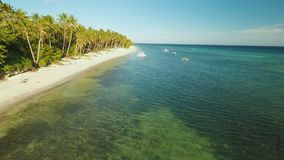 Вид с воздуха острова побережья Bohol с шлюпками дел philippines акции видеоматериалы