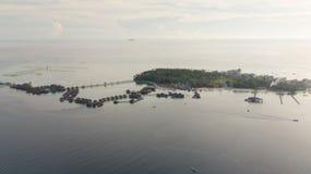Вид с воздуха острова mabul в Малайзии стоковые фотографии rf