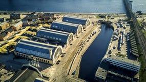 Вид с воздуха от трутня на рынке Риги центральном стоковое фото rf