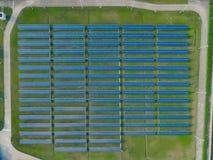 Вид с воздуха панелей солнечной энергии, панелей солнечных батарей, электрических станций солнечной энергии Стоковая Фотография