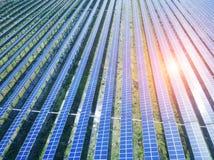 Вид с воздуха панелей солнечных батарей стоковое фото