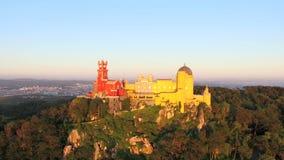 Вид с воздуха парка и национального дворца Pena, Португалии акции видеоматериалы