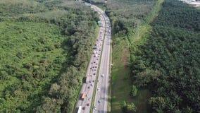 Вид с воздуха переполнянного шоссе в 4K акции видеоматериалы