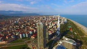 Вид с воздуха плотно построенного-вверх курортного города Чёрного моря, Батуми Georgia, недвижимость акции видеоматериалы