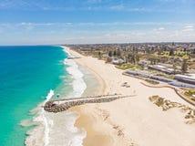 Вид с воздуха пляжа города стоковые фото