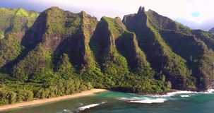 Вид с воздуха пляжа Кауаи в Гаваи видеоматериал