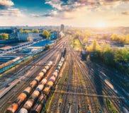 Вид с воздуха поездов груза перевозки железнодорожный вокзал Стоковое Изображение RF