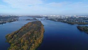 вид с воздуха Полет над городом Киева, Украины Видео от вертолета 4K, UHD, ультра разрешение HD видеоматериал