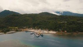 Вид с воздуха порта пассажирского парома моря Остров Camiguin, Филиппиныы Стоковое Изображение RF