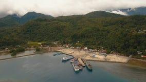 Вид с воздуха порта пассажирского парома моря Остров Camiguin, Филиппиныы Стоковые Изображения