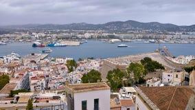 Вид с воздуха порта Ibiza в полдень стоковые изображения